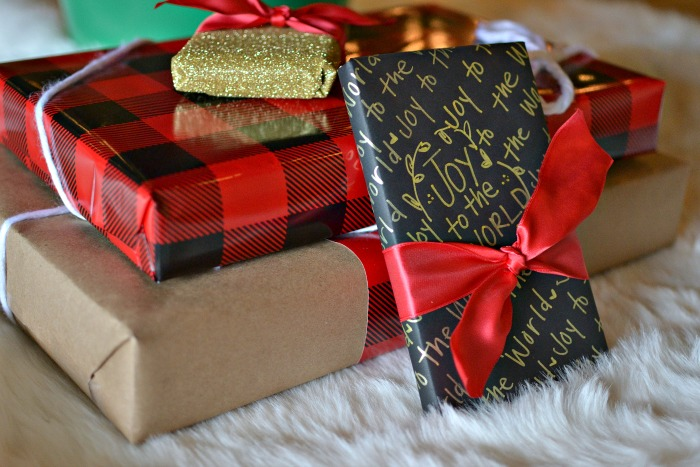 MAKE YOUR OWN HOLIDAY WRAP